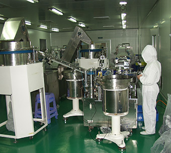 Syringe assembly machine
